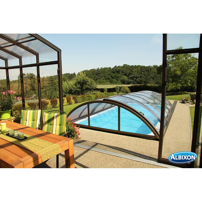 piscine semi interieur exterieur stunning terrasse piscine semi enterree with piscine semi
