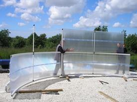 Montage de la structure de l'abri de piscine en kit