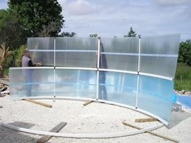 Fixation de la structure de l'abri de piscine en kit